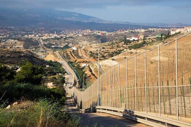 1 tué, 55 renvoyés et 12 militaires marocains blessés — Migrants en Espagne